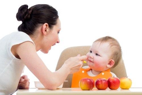 Trẻ trên 5 tháng uống nước hoa quả gì để giúp trẻ khỏe mạnh