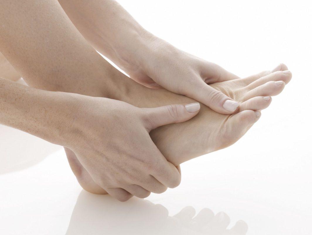 Cách giảm đau khớp với bồn ngâm chân